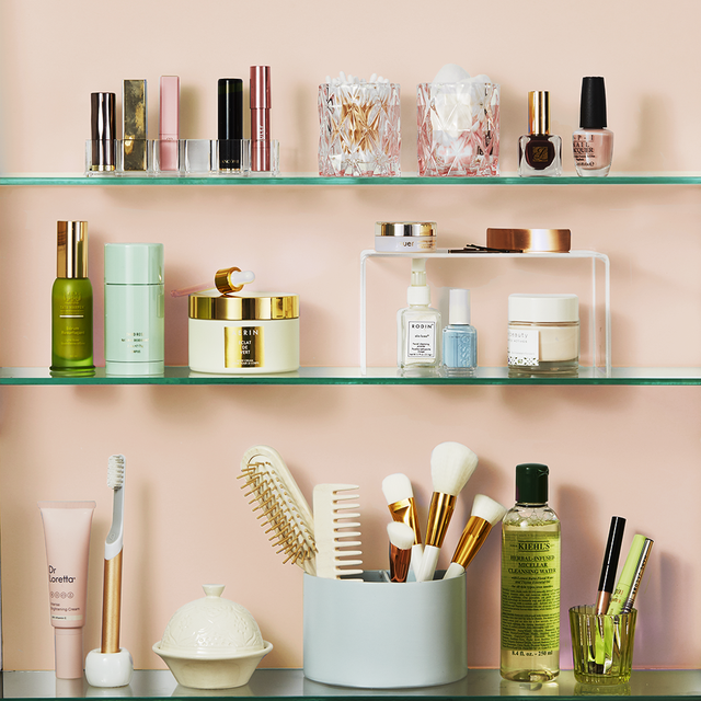 Smart Bathroom Shelf Ideas to Keep Your Towels and Toiletries Under Control