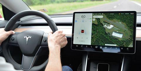 Tesla Model 3 semi autonomous driving