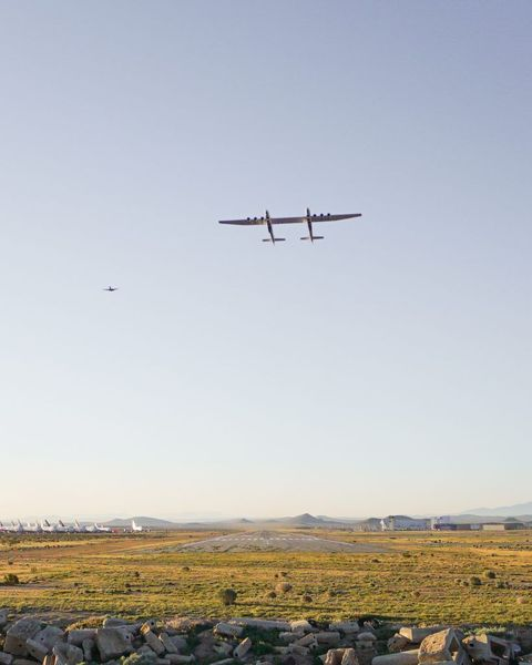 世界一巨大な航空機,ストラトローンチ(Stratolaunch Systems),初フライト,成功,画像,動画