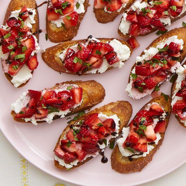strawberry and goat cheese crostini