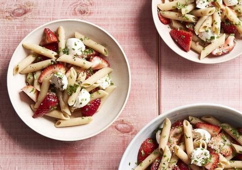 low calorie salads - strawberry caprese pasta salad