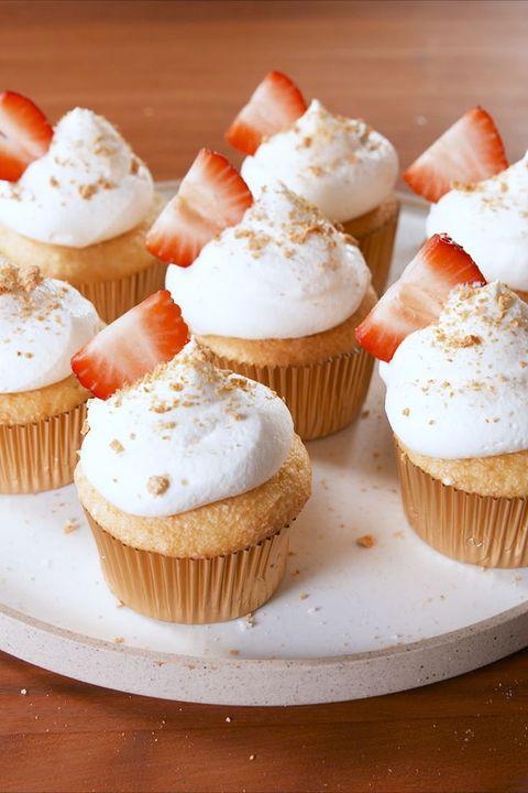 Valentine Cake - Strawberry Cheesecake Stuffed Cupcakes