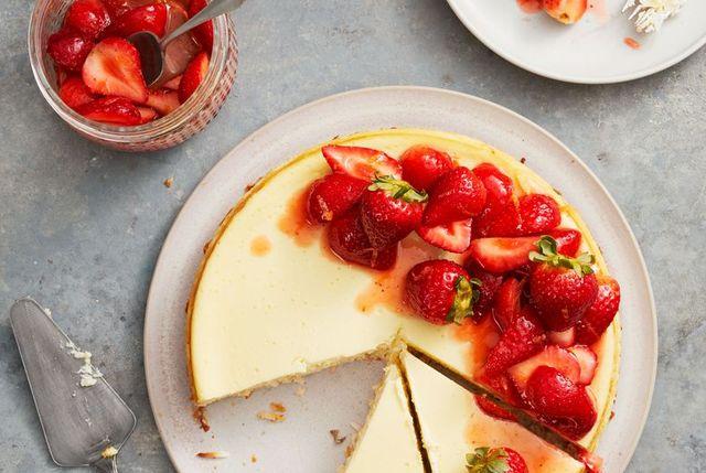 strawberry coconut crust cheesecake