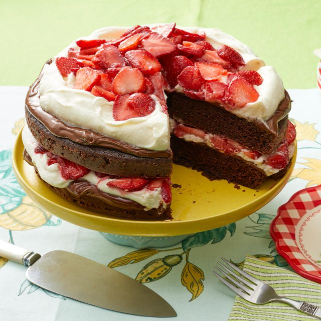 strawberry nutella cake