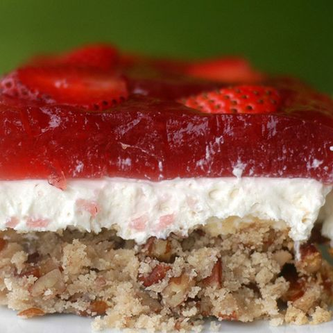 healthy strawberry pretzel salad
