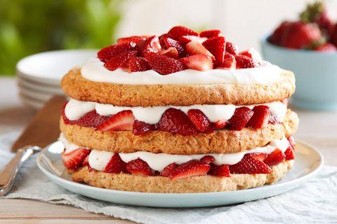 Dish, Food, Cuisine, Strawberry, Strawberries, Dessert, Baked goods, Ingredient, Whipped cream, Sponge cake,