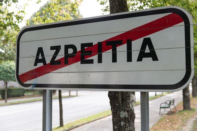 cartel de salida de la localidad de azpeitia en guipúzcoa