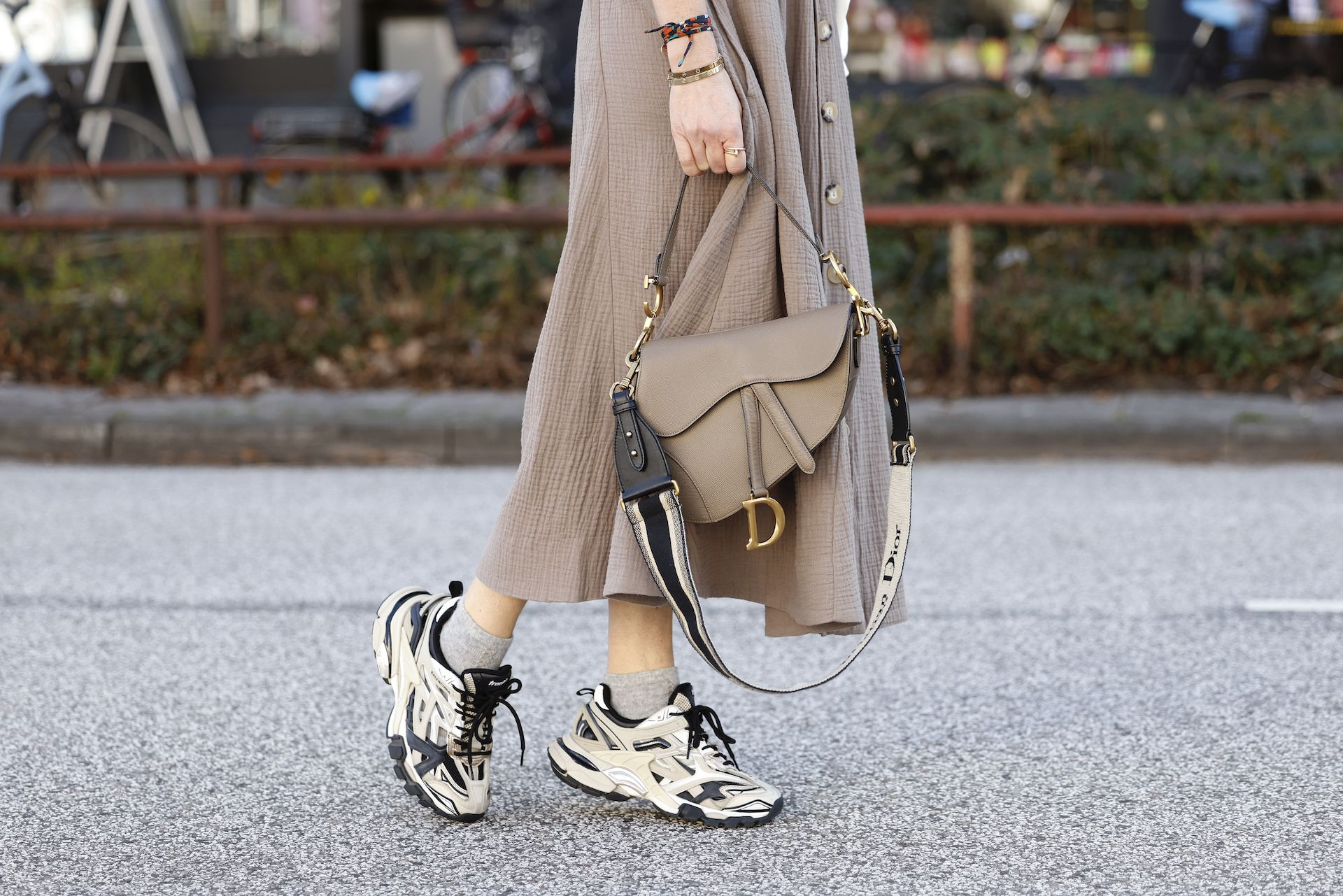 Así es el bolso de Balenciaga inspirado en unas 'sneakers'