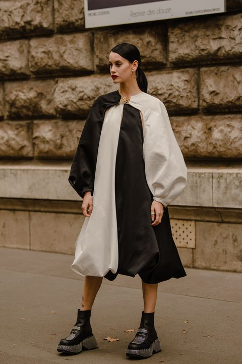 2022春夏巴黎時裝周街拍盤點!穿上大衣、丹寧打造時髦率性的法式風格穿搭