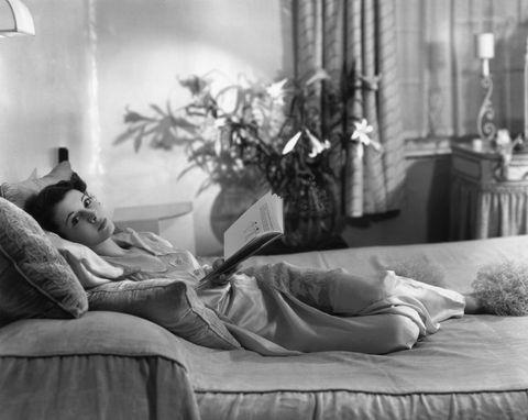 Vivien Leigh lounging