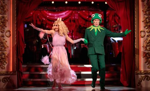strictly come dancing 2021 week 3  robert webb and dianne buswell in movies week