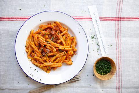 pasta met tomatensaus en pancetta