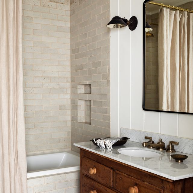 15 Best Subway Tile Bathroom Designs In 2020 Subway Tile Ideas