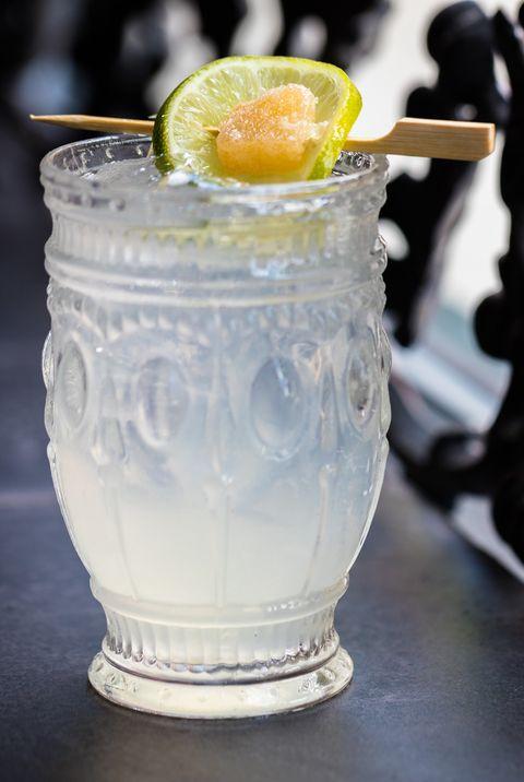 Drink, Tom collins, Food, Cocktail garnish, Lemonade, Non-alcoholic beverage, Fizz, Distilled beverage,
