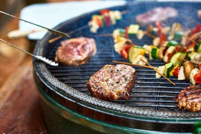 the best way to clean a barbecue