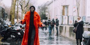 Street Style -Paris Fashion Week : Day Two Womenswear Fall Winter 2016/2017