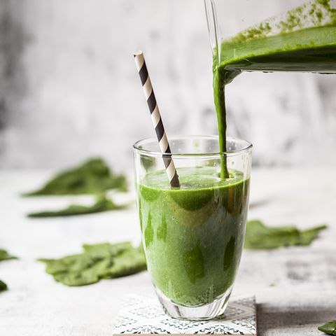 Sugar-free, vegane detox smoothie with spinach, almond milk and banana