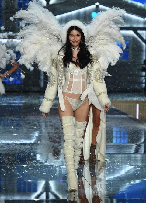 Leg, Human leg, Fashion show, Fashion model, Thigh, Fashion accessory, Fashion, Model, Runway, Glove,