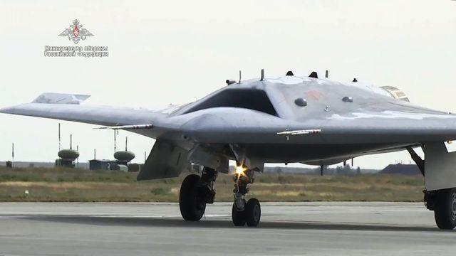 First joint flight of Sukhoi S-70 Okhotnik UAV and Su-57 jet fighter