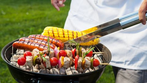 barbecue met vlees en mais