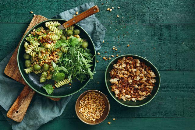 tre piatti con pasta e verdure, cereali e pane grattugiato