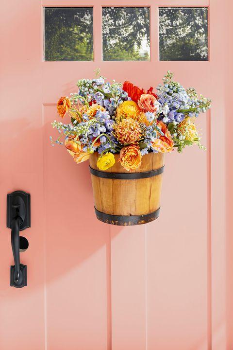 Summer Wreaths Bucket