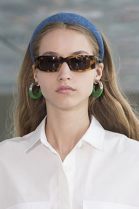Eyewear, Sunglasses, Hair, Face, White, Glasses, Beauty, Hairstyle, Vision care, Cool,