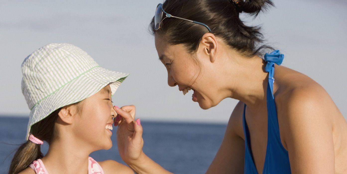 6 geniale Möglichkeiten, Ihre Kinder dazu zu bringen, Sonnenschutzmittel zu tragen