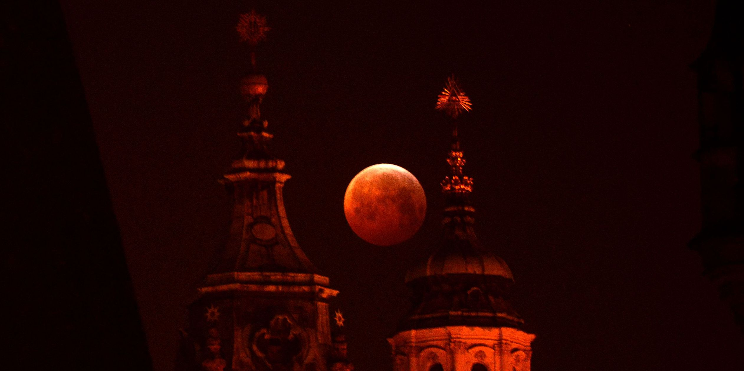14 incredible pictures of last night's Super Blood Wolf Moon Eclipse