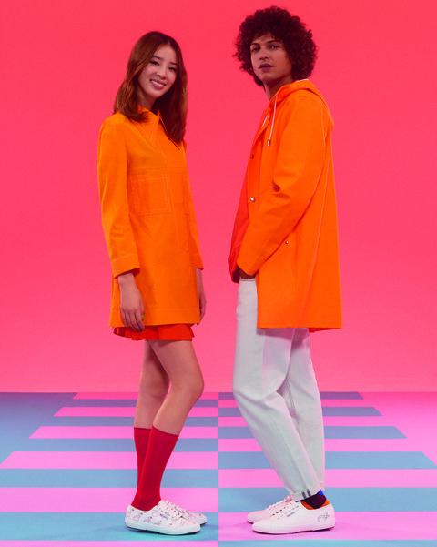 Irene Kim穿上SUPERGA XYOOX手指愛心帆布鞋,搭配橘色系穿搭完全時髦呀!