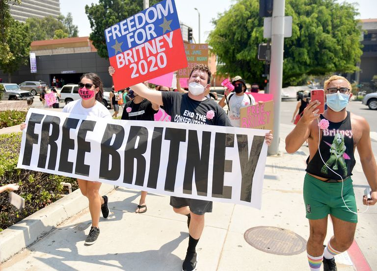 supporters-of-britney-spears-gather-outs