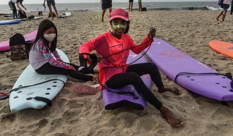 nyc black surfers association hold paddle out in honor of breonna taylor