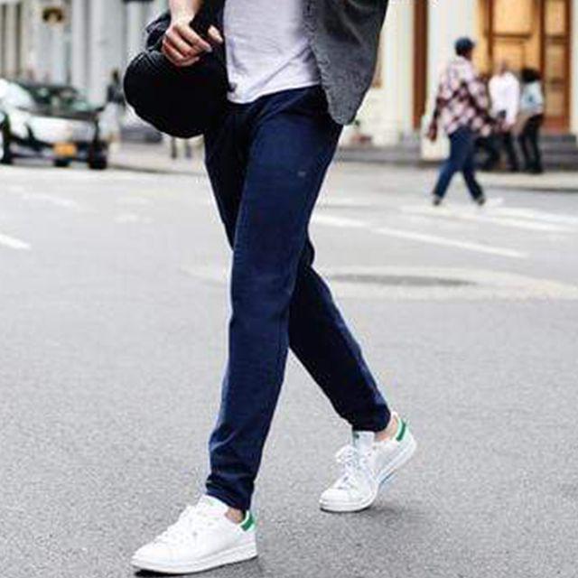 Clothing, sweatpant, Jeans, Pocket, Sportswear, Denim, Trousers, Street fashion, Leg, Waist,