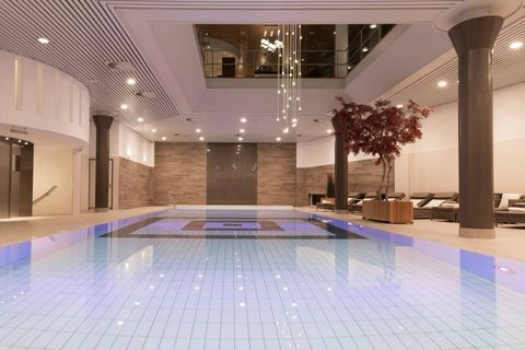 Lobby, Building, Swimming pool, Property, Interior design, Ceiling, Floor, Room, Architecture, Leisure centre,