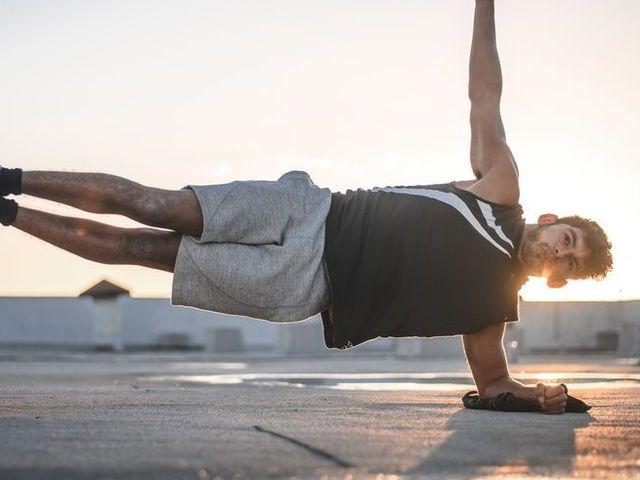 効果的な6種の「体幹トレーニング」で強靭な腹筋を手に入れる