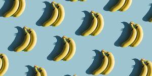 Bananen op een blauwe achtergrond