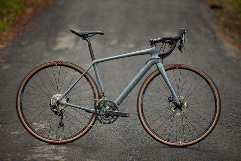 Land vehicle, Bicycle, Bicycle wheel, Bicycle frame, Bicycle part, Vehicle, Bicycle tire, Bicycle handlebar, Bicycle saddle, Spoke,