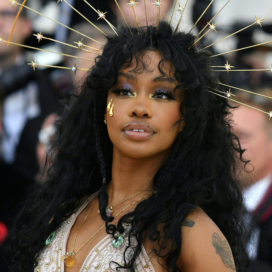 "SZA R&B artist SZA goes a more natural route when dealing with her acne. ""I have cystic acne, so I use a Manuka honey mask to combat it and hemp oil to smooth out the surface of my skin,"" she told Refinery29 ."