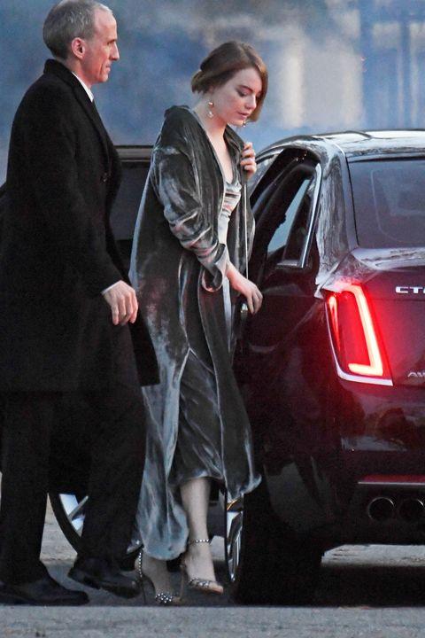艾瑪史東(Emma Stone)參加珍妮佛勞倫斯(Jennifer Lawrence)的婚禮