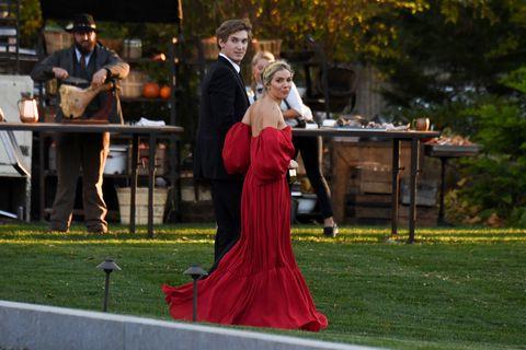 席安娜米勒(Sienna Miller)參加珍妮佛勞倫斯(Jennifer Lawrence)的婚禮