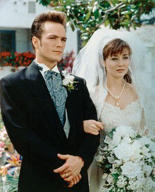 BEVERLY HILLS 90210, (from left): Luke Perry, Shannen Doherty, 'Wedding Bell Blues', (Season 2, ep.