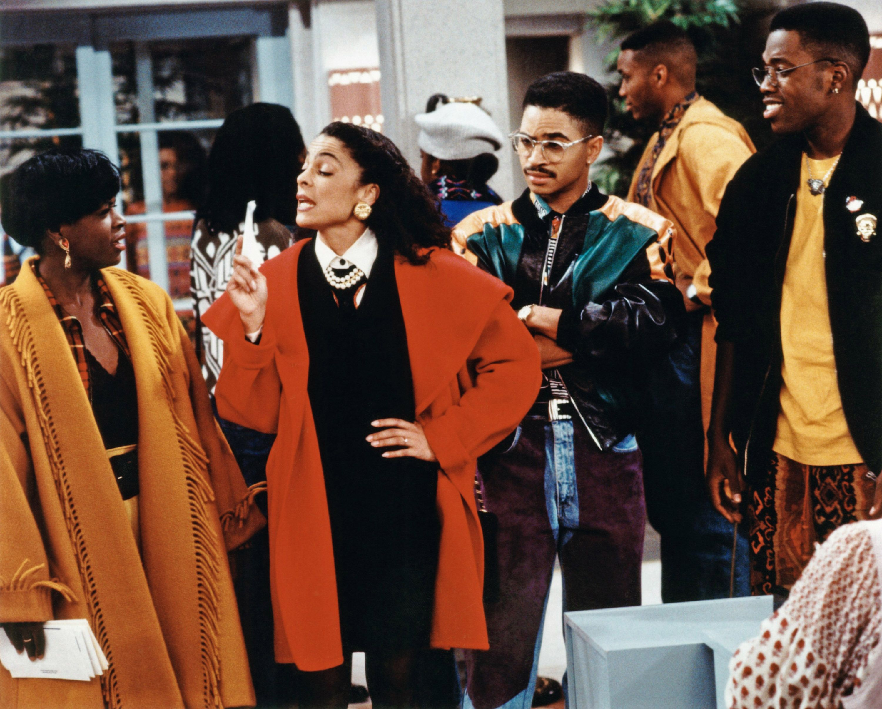 A DIFFERENT WORLD, Jasmine Guy (2nd from left), Darryl Bell (2nd from right), Kadeem Hardison (right