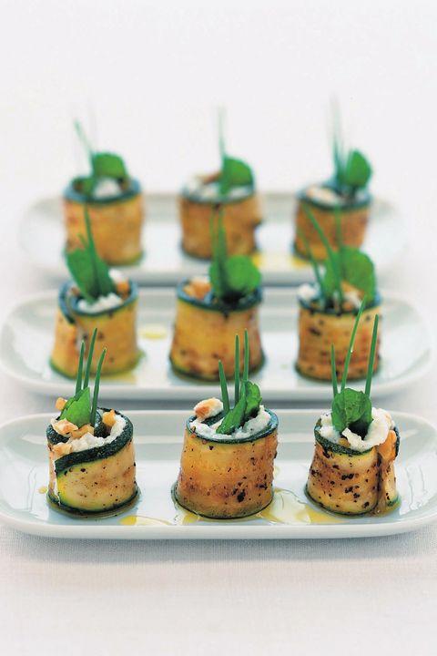 ズッキーニとブルーチーズの一口おつまみ のレシピ・作り方|ELLE gourmet [エル・グルメ]