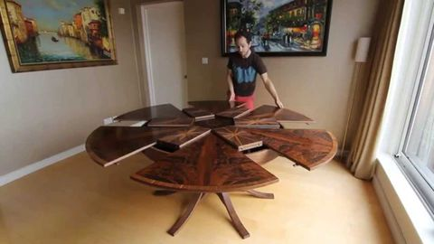 Ingenious Table Expands When You Turn It