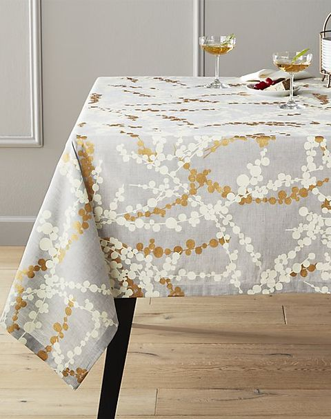Tablecloth, Textile, Table, Yellow, Linens, Home accessories, Rectangle, Floor, Furniture, Beige,