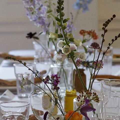 tablescape floral table setting