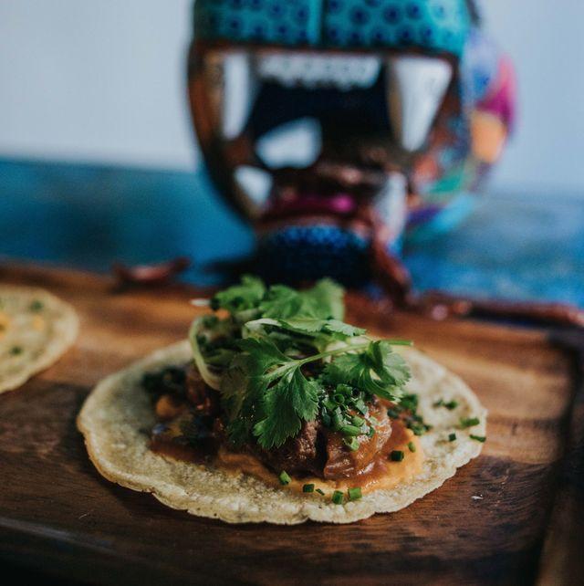 taco de carrillera, de mawey taco bar