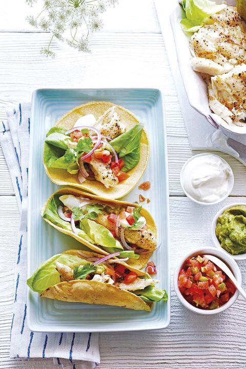 tacos de bacalao con cilantro y limón