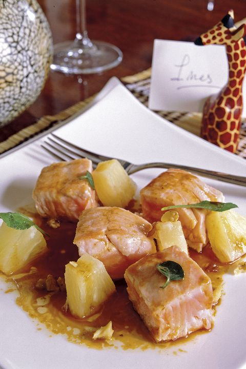 tacos de salmón y piña