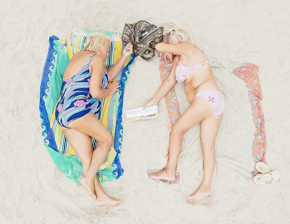 Пляжный бодипозитив и взгляды в упор
